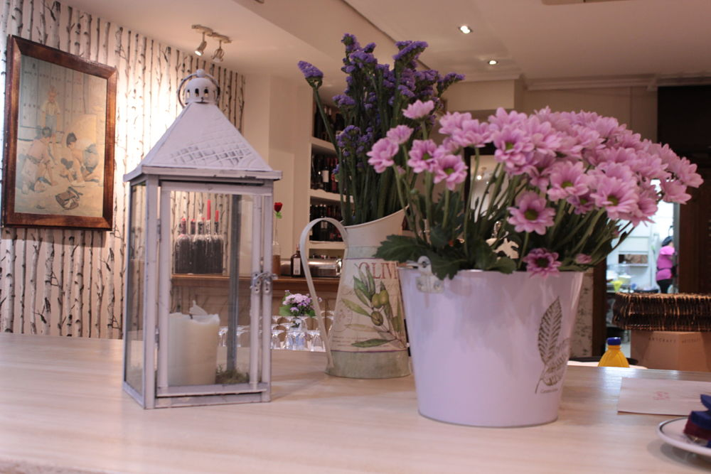 Farol y flores