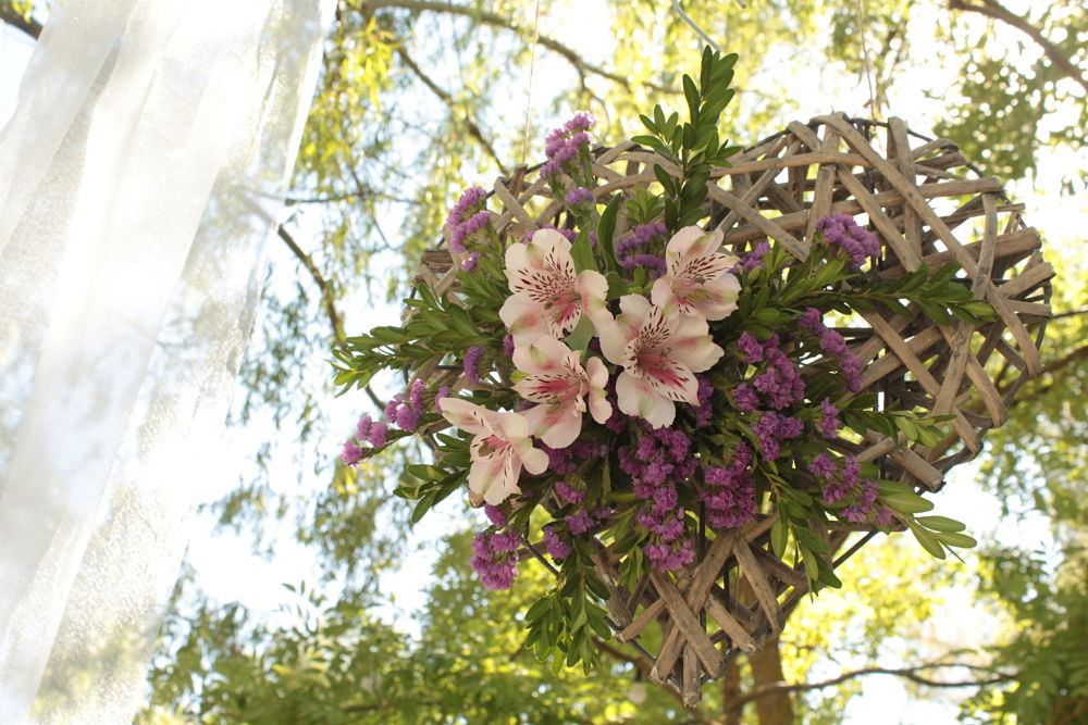 Corazón con flores para altar