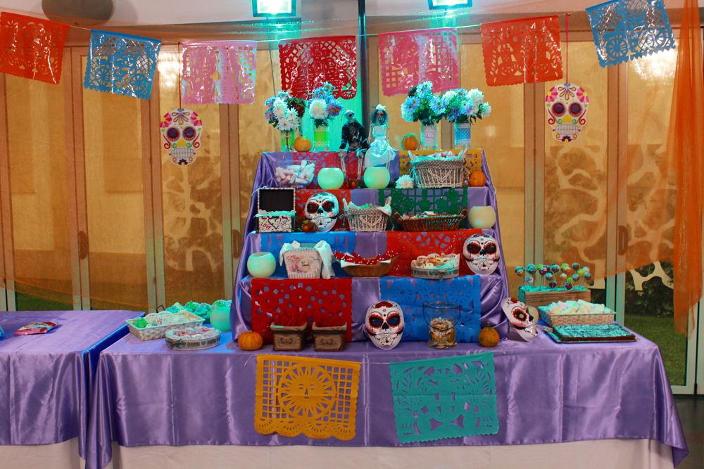 Altar mexicano con chuches y cupcakes