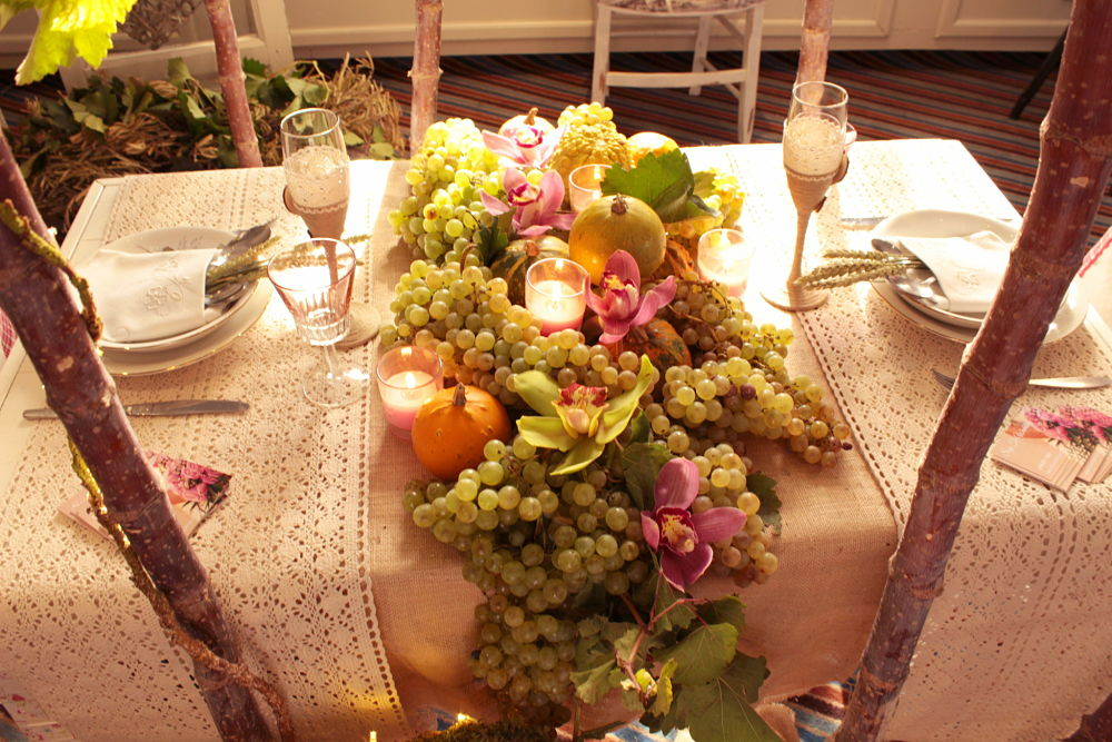 Mesa de boda con uvas