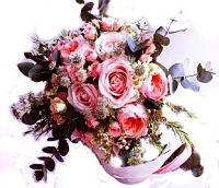 Ramo de novia con rosas y astrantia