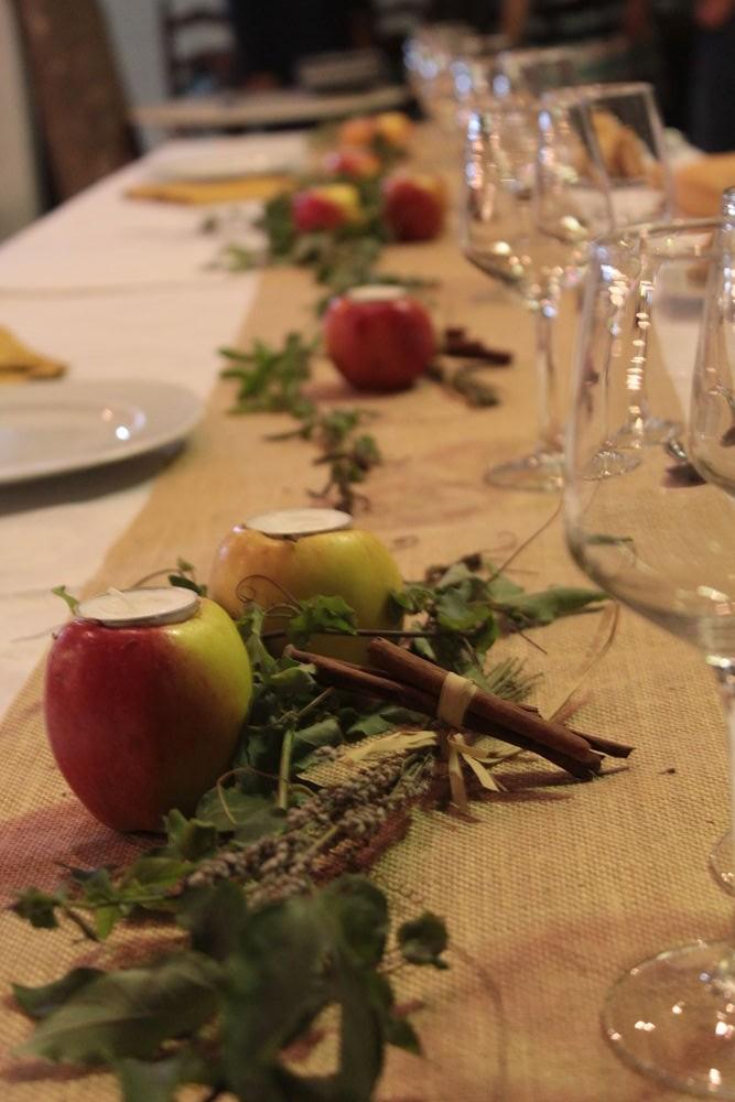 Mesa de boda con manzanas