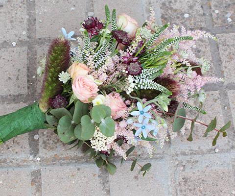 ramos de novia tu wedding Ramo de flores campestres